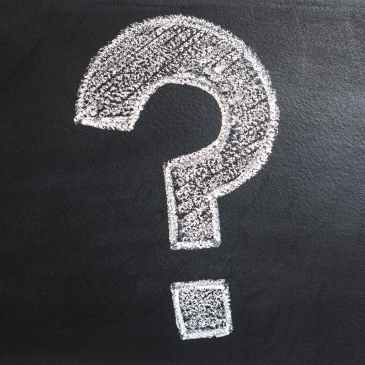 Fragezeichen auf Kreidetafel