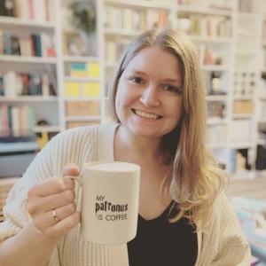 Julia plus ihre My-Patronus-Is-coffee-Tasse
